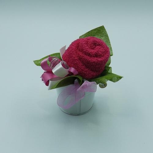 secchiello con rosa